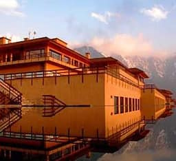 Hotel Vivanta Dal View Srinigar by Taj